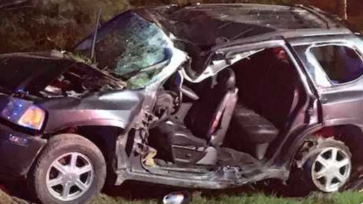 Suspect of high-speed chase dies after crashing into telephone pole