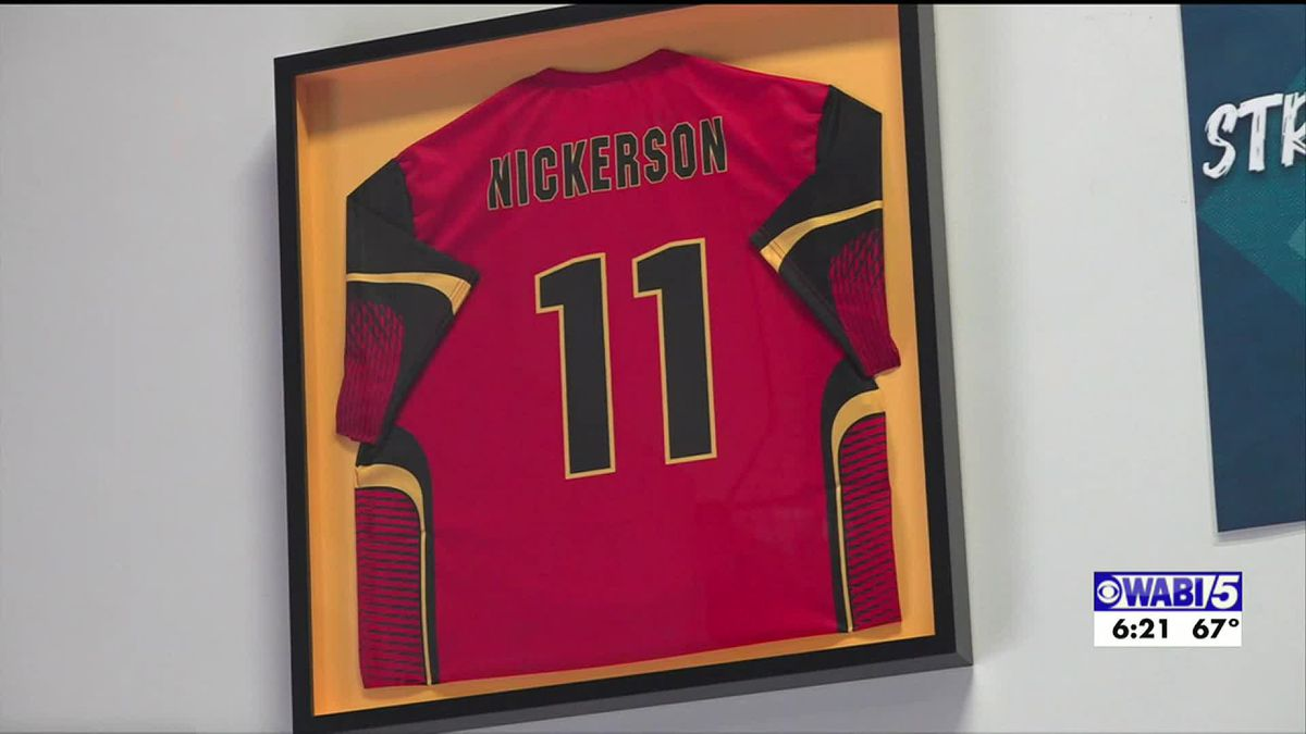 Brady Nickerson Foundation receives donation, gives scholarships