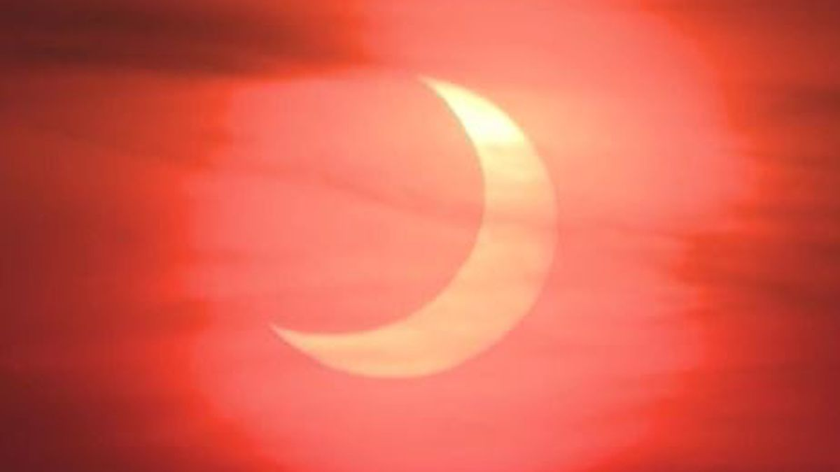 A sunrise eclipse like this has only happened twice since the 1800s.