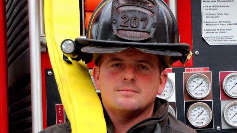 Bobby Dorr wins 2021 Captain Joel Barnes Community Service Award.