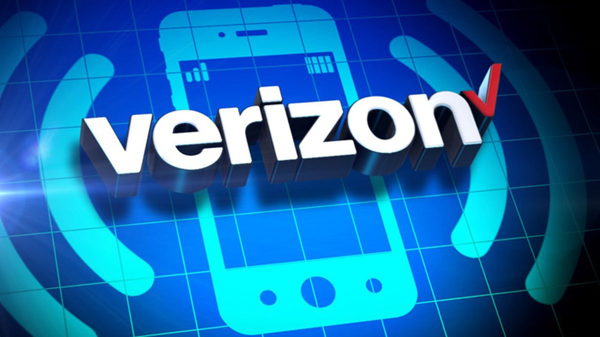 """Verizon posted on its official customer service Twitter that it had confirmed a widespread """"texting outage."""""""